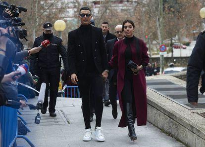 Cristiano Ronaldo y Georgina Rodríguez, en los juzgados de Madrid, el año pasado.