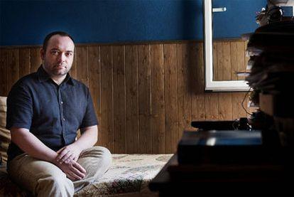 Àngel Llorent denuncia que durante 10 años fue sometido a <i>tratamiento</i> para dejar de ser homosexual.