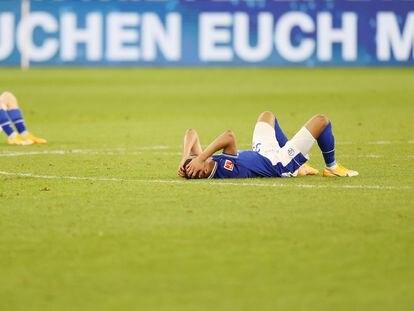 Benito Raman y Malick Thiaw, del Schalke, tras la derrota ante el Arminia.