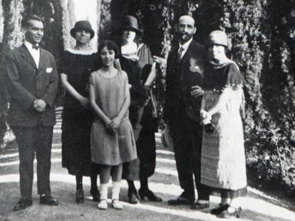 De izquierda a derecha, Federico García Lorca, Zenobia Camprubí, Isabel García Lorca, Emilia Llanos y Juan Ramón Jiménez y Concha García Lorca en Granada en 1924.