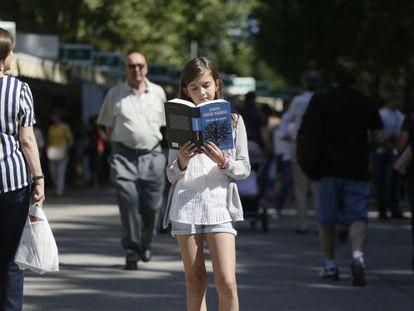 Marina Rodríguez Martínez, la primera lectora de 'Cien años de soledad' en el homenaje a García Márquez, ayer en la Feria del Libro.