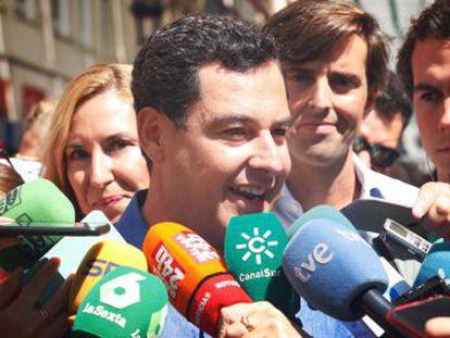 El presidente andaluz niega haber interferido en el nombramiento de su pariente como directora de un conservatorio pese a no tener la mayor puntuación