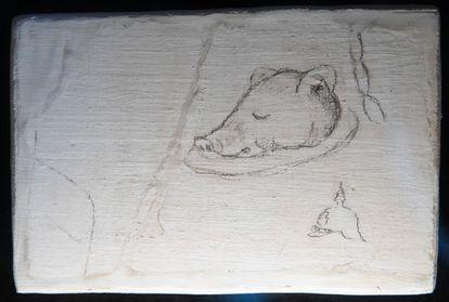 Cabeza de cochinillo dibujada en las paredes del monasterio de Oia (Pontevedra) por presos de la Guerra Civil.