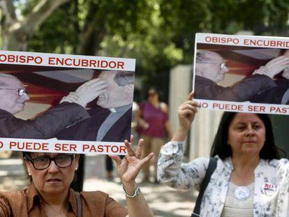 Protestas contra sacerdotes en Chile durante enero de este año.
