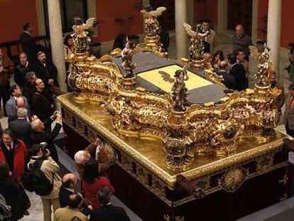 El paso del Gran Poder recién restaurado se muestra en Sevilla.