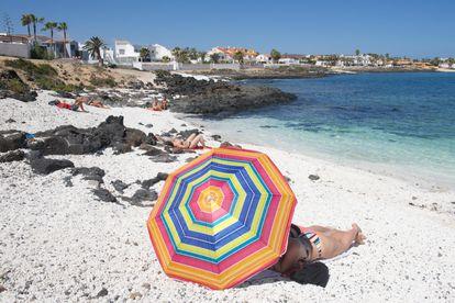 Una playa de la localidad canaria de Corralejo, en el norte de Fuerteventura, este jueves.