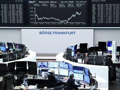 Imagen del patio de negociación de la Bolsa de Frankfurt.