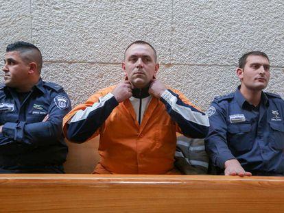 Roman Zadorov, en el centro, durante una audiencia de su juicio en el Tribunal Supremo, en Jerusalén, en diciembre de 2015.