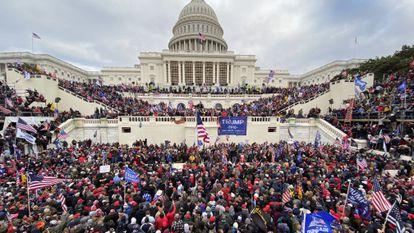 Miles de partidarios de Trump, el miércoles en el asalto al Capitolio.