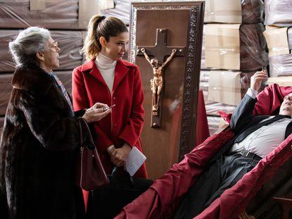 Kiti Mánver, Juana Acosta y Carlos Areces, en 'El inconveniente'.
