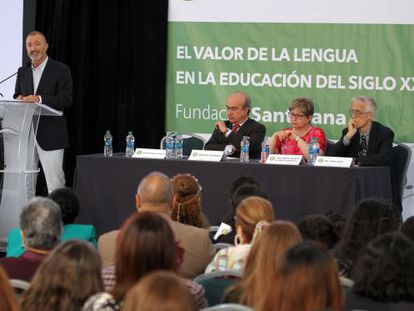 Arturo Pérez Reverte, en un momento de su discurso.