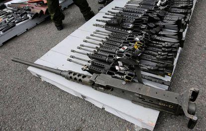 Armas decomisadas a narcotraficantes en México.