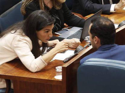 Monasterio y Aguado, el pasado martes en el acto de apertura de la XI Legislatura en la Asamblea de Madrid. En vídeo, Vox presiona a Almeida para entrar en el gobierno del Ayuntamiento de Madrid.