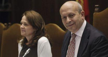 El ministro de Educación, José Ignacio Wert, junto a la secretaria de Estado de Educación, Formación Profesional y Universidades, Montserrat Gomendio.
