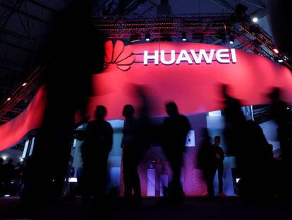 El 'stand' de Huawei en el Mobile World Congress 2017, en Barcelona. En vídeo, acusaciones de espionaje por la detención de la vicepresidenta de Huawei.