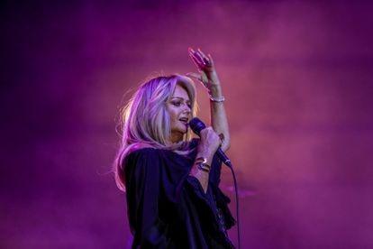 La cantante Bonnie Tyler, durante un concierto en el Hipódromo de la Zarzuela, el 30 de julio de 2021, en Madrid.
