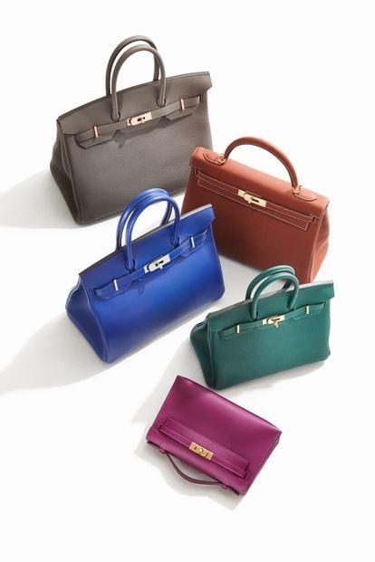 El bolso Kelly, en versión marrón y rosa, y el Birkin, en gris, azuly verde. Estos modelos de Hermès son dos de los complementosvintage más buscados.