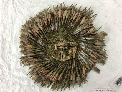 La pieza conocida como penacho de Cuauhtémoc, en París.