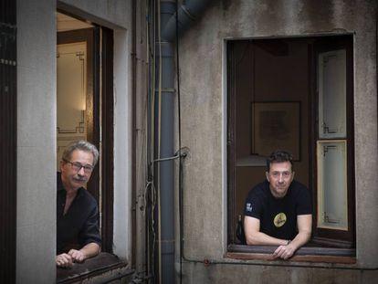 Jordi Canal (izquierda) y Àlex Martín Escribà, autores del ensayo 'Trets per totes bandes'.