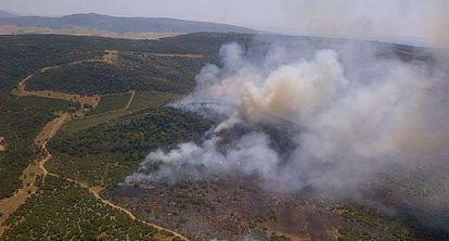 Vista aérea del último incendio en el campo de adiestramiento del Retín.