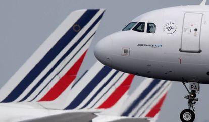 Un avión de Air France, en el aeropuerto Charles-de-Gaulle (París).