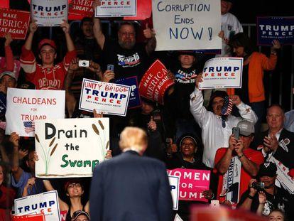 Seguidores de Donald Trump en  Warren, Michigan.