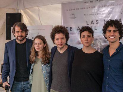 Michel Franco, tercero por la izquierda, hoy en Ciudad de México.