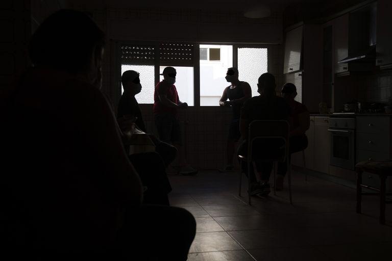 Un grupo de nicaragüenses que trabajan en explotaciones agrícolas de Murcia cuentan su experiencia tras la muerte de su compatriota Eleazar Blandón.