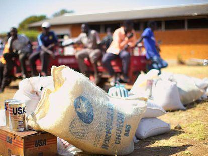 Reparto de comida de la Organización Mundial de Alimentos en Sudan del Sur.