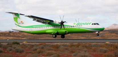Un avión de Binter toma tierra en el aeropuerto de Lanzarote.