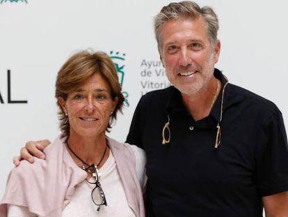 Emilio Aragón y su esposa, Aruca Fernández-Vega, el pasado septiembre, en Vitoria.