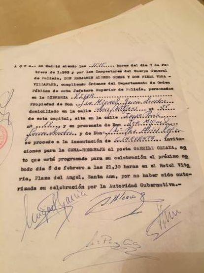 """Certificado de la incautación de 50 invitaciones a un homenaje a Gabriel Celaya, poeta vinculado a la lucha antifranquista, por """"no haber sido autorizada la celebración"""" del acto."""