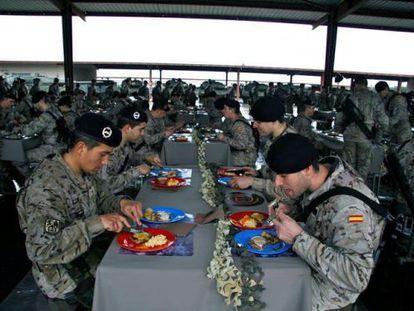 Soldados del Ejército, durante el primer episodio de MasterChef.