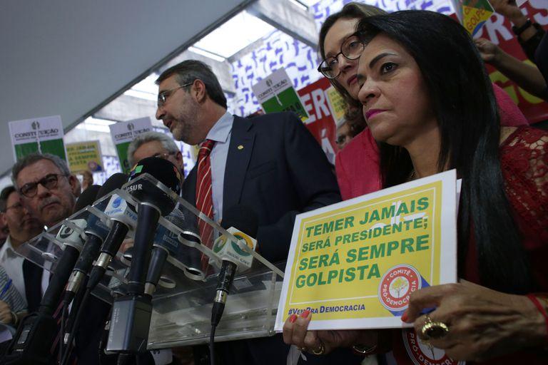 Moema Gramacho protesta contra Michel Temer, en Brasilia, en mayo de 2016.