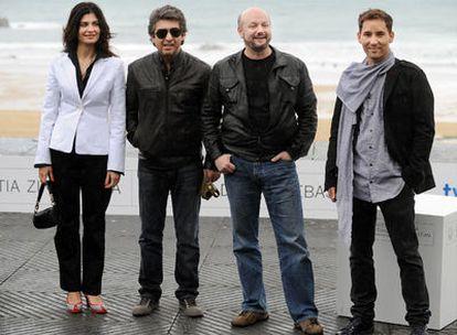 El director de la película, Juan José Campanella (segundo por la derecha) acompañado de tres miembros del reparto: Soledad Villamil, Ricardo Darín y Javier Godino.