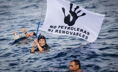 Protesta contra las prospecciones de Repsol en Canarias, en 2014.