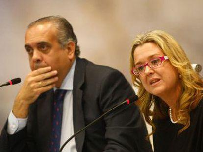 Tarrés junto al presidente de la federación española de baloncesto, José Luis Sáez