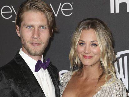 La actriz Kaley Cuoco y su novio Karl Cook el pasado mes de enero en la fiesta posterior a los Globos de Oro.