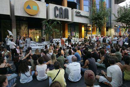Concentración de trabajadores de la CAM el pasado mes de agosto.