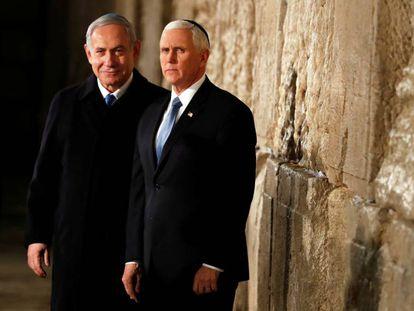 Benjamín Netanyahu y el vicepresidente de EE UU, Mike Pence, el jueves en el Muro de las Lamentaciones.
