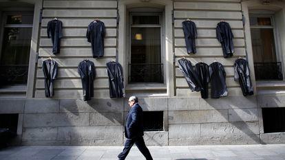 Togas colgadas en el Colegio de Abogados de Madrid en 2015 en una protesta por el turno de oficio.