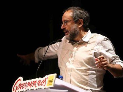 Antonio Baños, interviene en el acto político en Cornellà de Llobregat.