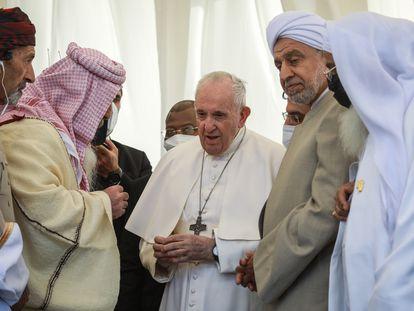 El Papa Francisco fue recibido con flores a su llegada a Shine, en Irak.