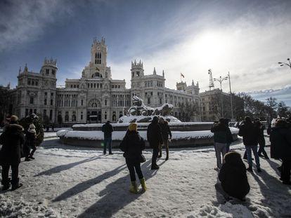 Aspecto de la plaza de Cibeles de Madrid, el domingo.