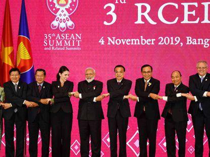 Los presidentes y primeros ministros de los países reunidos este lunes en Bangkok. En vídeo, declaraciones de varios de los ministros.