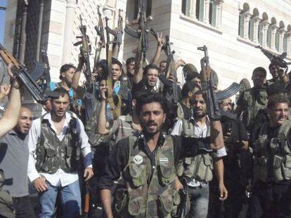 Milicianos del Ejército Sirio Libre (ESL) en Azzaz, en la provincia de Alepo.