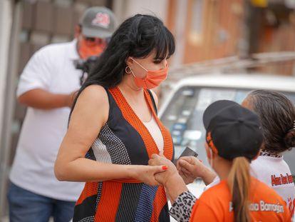 Alma Barragán, candidata de Movimiento Ciudadano a la alcaldía de Moroleón, en un mitin.