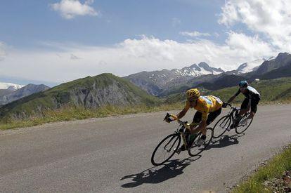 Wiggins y Froome, durante un descenso en la etapa de hoy.