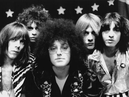 La banda MC5 en 1969:  de izquierda a derecha, Fred 'Sonic' Smith, Wayne Kramer, Rob Tyner, Dennis 'Machine Gun' Thompson y Michael Davis.