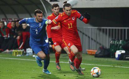 Bale se marcha de Garayev.